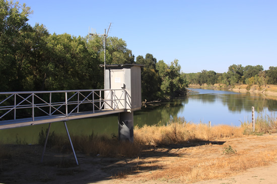 GAGE HOUSE PHOTOGRAPH - SACRAMENTO RIVER - FREMONT WEIR (FMWC1)