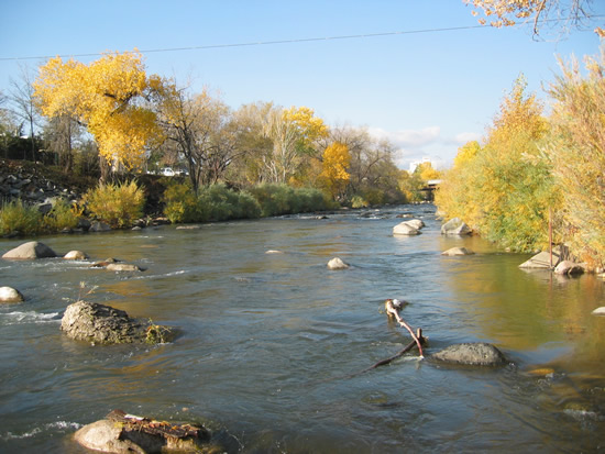 UPSTREAM PHOTOGRAPH - TRUCKEE RIVER - RENO (TRRN2)